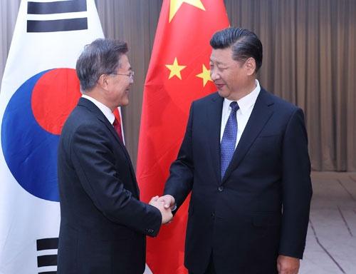 7月6日に中韓首脳がドイツ・ベルリンで初会談。習近平主席は米韓分断に全力を挙げた(写真:新華社/アフロ)