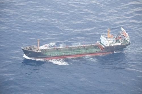 北朝鮮は洋上で石油などを積み替える「瀬取り」で経済制裁をすり抜けている(写真:防衛省/ロイター/アフロ)