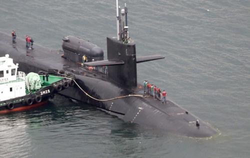 韓国は米国製原潜の導入を検討する。写真は2017年4月に釜山に入港した米原潜「ミシガン」(写真:YONHAP NEWS/アフロ)