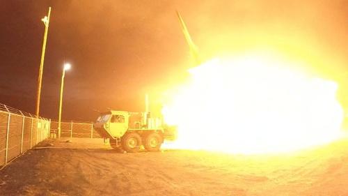 韓国は7日、ようやくTHAADの追加配備に応じたが…(写真は7月、米国での迎撃実験。提供:Courtesy Leah Garton/Missile Defense Agency/ロイター/アフロ)