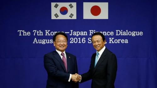 スワップ再開の「日韓合意」は、前に進むのか(写真:ロイター/アフロ)