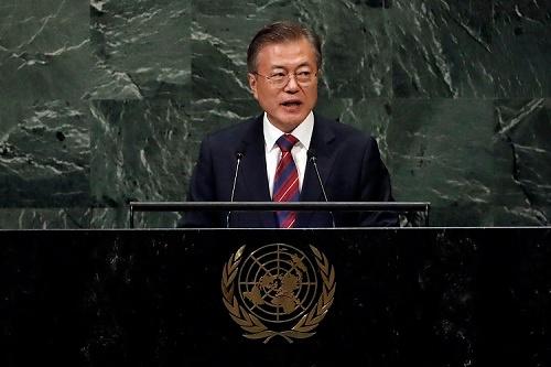 9月27日、国連総会で演説し北朝鮮の非核化への意思は本物と強調する文在寅大統領(写真:AP/アフロ)