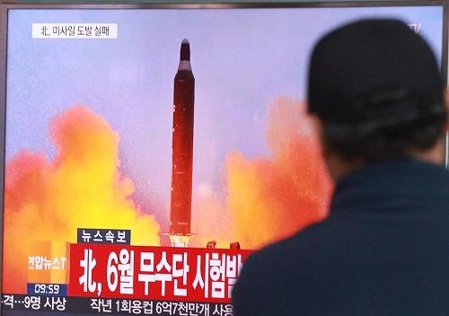 10月15日、北朝鮮のミサイル発射失敗を米軍が韓国より先に発表。米軍による撃墜か、と憶測を呼んだ(写真=AP/アフロ)