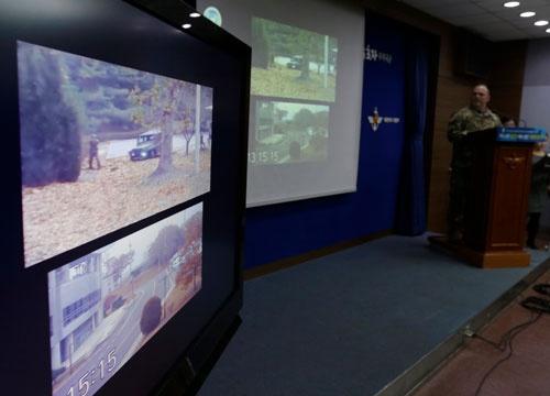 北朝鮮兵が韓国に亡命する事件が発生。兵士が境界線を越える映像が公開された(写真:AP/アフロ)