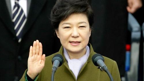 写真は2013年2月、朴槿恵大統領の就任式。国民の期待に応えることを誓ったが…(写真:AP/アフロ)