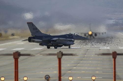 """韓国で過去最大規模の空軍演習を実施。""""準備""""は着々と進む(写真:ZUMA Press/アフロ)"""