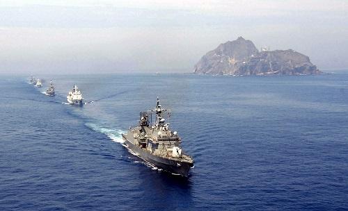 単従陣で旗艦を務める韓国の駆逐艦「広開土大王」、2008年7月撮影(写真:SOUTH KOREA NAVY/AFP/アフロ)