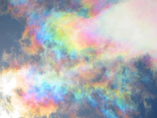 荒木さんが撮影した彩雲。(写真クリックでギャラリーページへ)(写真提供:荒木健太郎)