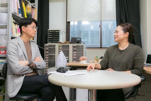 「時間知覚」を研究テーマのひとつとする東京大学大学院総合文化研究科准教授の四本裕子さん。