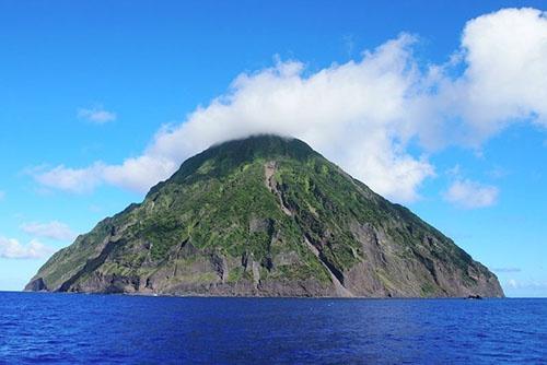 南硫黄島。人が定住したことはこれまでに一度もない。(写真提供:川上和人)