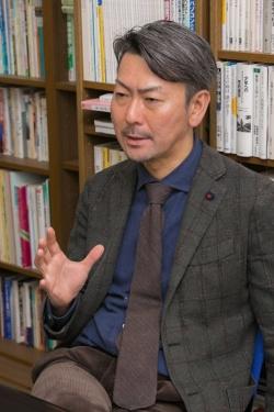 日本における薬物依存症治療と研究のパイオニアである松本俊彦さん。
