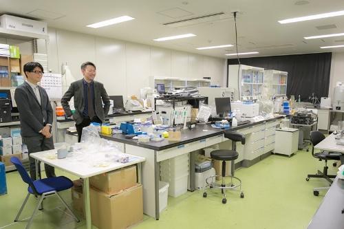 こちらは薬物依存研究部の実験室。