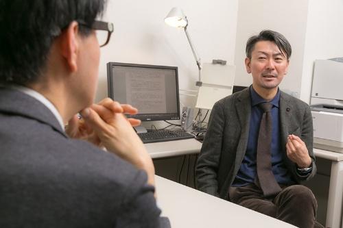 最初はじゃんけんで負けて嫌々診療していた松本さんだったが、依存症の回復者の集まりに参加してからはぐいぐいと引き込まれていったという。