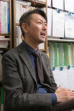 「3カ月で7割もドロップアウトさせて、どこが専門病院なんだと思ったんです」と過去の自分を自嘲した松本さん。