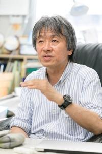 東京農工大学教授で、早くからプラスチック汚染の研究に取り組んできた高田秀重さん。