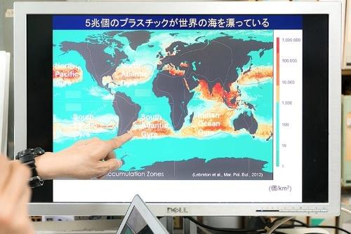 5兆個のプラスチックが世界の海を漂っている。日本の周辺海域の密度は世界平均の27倍だ。