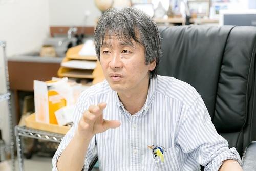 マイクロプラスチック研究の第一人者である東京農工大学の高田秀重教授。