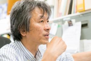 プラスチック汚染問題に詳しい高田秀重さん。
