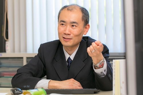 嘘の心理学を専門とする村井潤一郎さん。
