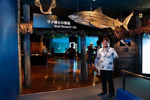 研究に力を入れている沖縄美ら海水族館のサメコーナーは「サメ博士の部屋」という名前がぴったりの内容の濃さだった。