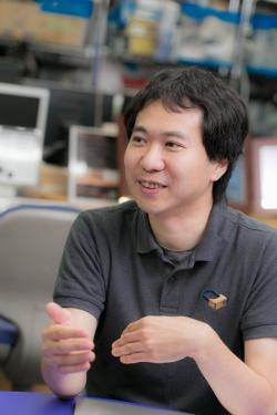 東京大学大学院情報理工学研究科で講師を務める鳴海拓志さん。さまざまな賞の受賞歴を誇る第一線のVR研究者だ。