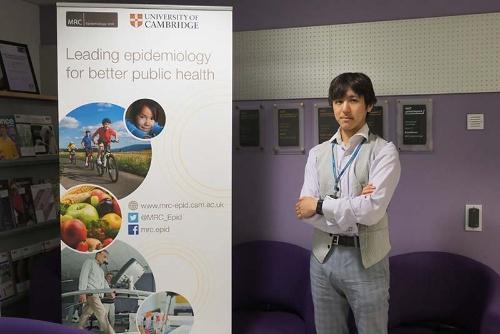 英国ケンブリッジ大学MRCに所属する栄養疫学者の今村文昭さん。