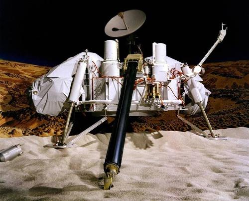 バイキング1号と2号はこの着陸機(ランダー)を無事火星に送り届けた。写真はJPLの実験場「マーズヤード」の試作機。(Image: NASA/JPL-Caltech/University of Arizona)