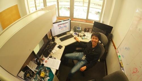 小野雅裕さん。ここが仕事部屋だ。(写真提供:小野雅裕)