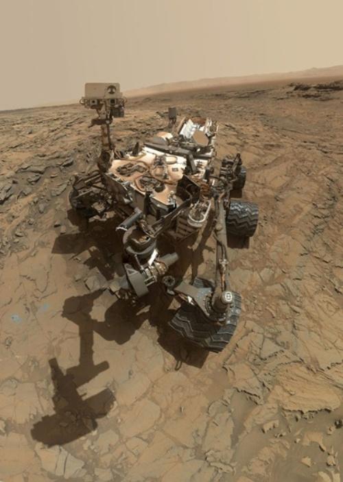 2015年10月6日にゲール・クレーターのシャープ山で撮影したキュリオシティの自撮り画像。キュリオシティは2012年に火星に着陸した。(Image:NASA/JPL-Caltech/MSSS)