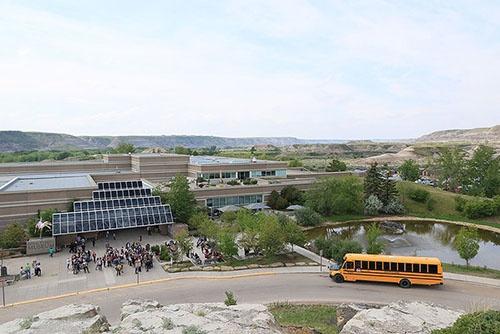 博物館の外観。この近くからも化石が発掘される。(写真提供:川端裕人)