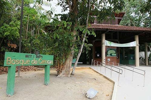 国立アマゾン研究所の「科学の森」。