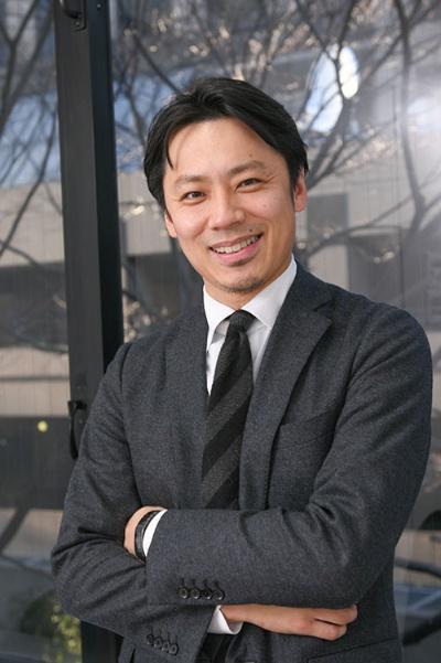 """<span class=""""fontBold"""">池田信太郎(いけだ・しんたろう)氏</span><br /> 1980年、福岡県生まれ。筑波大学を卒業後、日本ユニシスのバドミントン部に所属。2007年の世界選手権男子ダブルスで日本人初の銅メダルを獲得し、2008年の北京と2012年のロンドン五輪に出場した。全日本総合選手権で男子ダブルス優勝(2006年と2008年)、潮田玲子氏と組んだ混合ダブルスで優勝(2011年)の実績を持つ。2015年に引退。現在は2020年東京五輪の組織委員会で、アスリート委員と飲食戦略検討委員を務めている。(写真:中島正之)"""