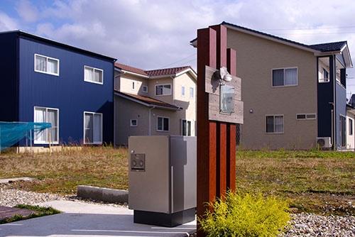 福井県あわら市の戸建て住宅に設置された宅配ボックス