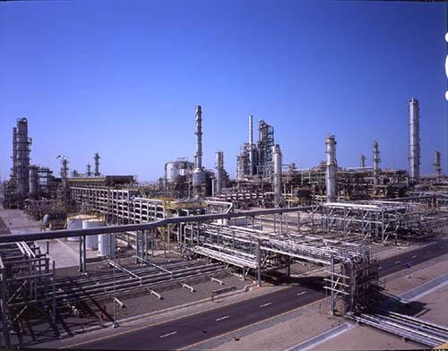 エネルギー・環境プラントでもAIの利用が始まっている。写真は、日揮が建設した石油精製所(写真:日揮)