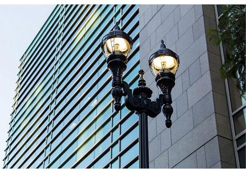 GEは街灯に様々なセンサーを搭載し、省エネから交通渋滞の解消、防犯といったサービスに役立てる