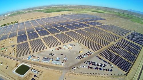 米アップルのデータセンターに電力を供給するメガソーラー(写真:米アップル)