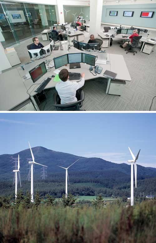 米GEは納入した風力発電設備を遠隔から常時監視する。写真は米ニューヨークにある監視センター(上)。青森県六ヶ所村にあるウインドファーム(下)