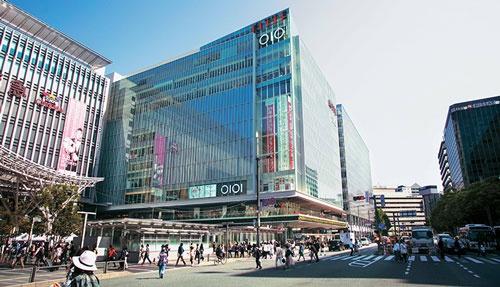 昨年、丸井グループが九州に初めて出店した博多マルイ。顧客と対話を重ねて店舗を開発した結果、オープンから12日間で来店客が100万人を突破。過去最高の出足となった