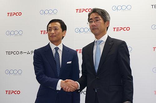 省エネサービスを提供する新会社を設立。左がエプコの岩崎辰之社長、右が東京電力エナジーパートナーの川崎敏寛社長