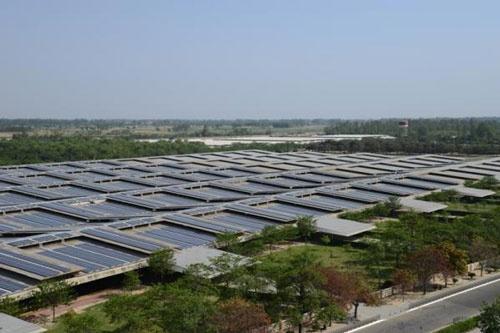 インド・パンンジャブのメガソーラー(写真:インド新・再生可能エネルギー省)