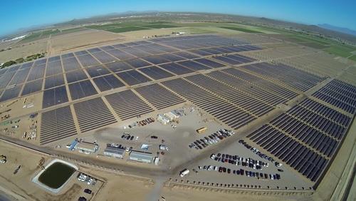 アリゾナにあるアップルのデータセンターに再生可能エネルギーを供給する新しい太陽光発電プロジェクト<br />写真:米アップル