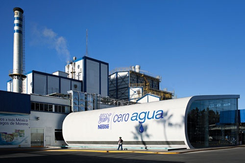 メキシコ・ハリスコ州にあるネスレの乳製品工場。地下水からの取水をゼロにする技術を導入した