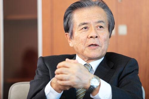小宮山 宏(こみやま・ひろし)氏<br/>1972年東京大学大学院工学系研究科博士課程修了後、東京大学工学部長等を経て、2005年4月に第28代東京大学総長に就任。2009年3月に総長退任後、同年4月に三菱総合研究所理事長に就任。2010年8月に「プラチナ構想ネットワーク」を設立し、会長に就任 (写真:鈴木愛子、以下同)