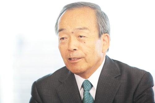 内山田 竹志(うちやまだ・たけし)氏<br/>1969年名古屋大学工学部卒業、トヨタ自動車工業(現トヨタ自動車)入社。常務、専務、副社長、副会長を経て2013年6月に会長に就任した。総務省情報通信審議会会長、内閣府総合科学技術・イノベーション会議非常勤議員などを務める