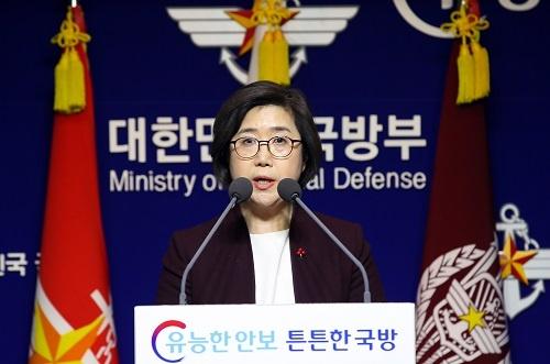 日本が哨戒機の動画を公開したことに遺憾の意を表明する韓国国防部の崔賢洙(チェ・ヒョンス)報道官( 写真:YONHAP NEWS/アフロ)