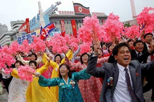36年ぶりの党大会を受け、平壌で祝賀パレードが行われた(写真:ロイター/アフロ)