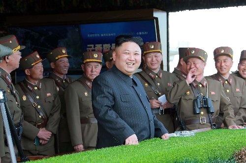 朝鮮人民軍の兵士は、金正恩委員長に従順な者ばかりではない(提供:KNS/KCNA/AFP/アフロ)
