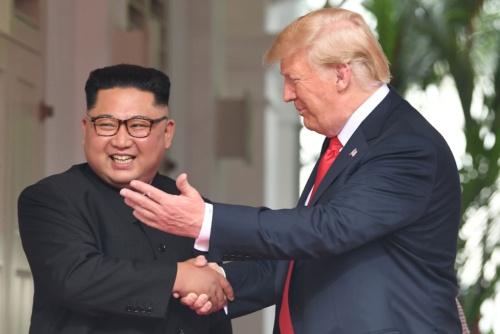 両首脳の笑顔は何を意味するのか(写真:AFP/アフロ)