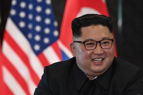 この笑顔は米国との和解を達成した喜びを表すのか、非核化で譲歩しなかったことの達成感をしめすのか(写真:AFP/アフロ)