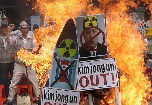 北朝鮮の核実験に抗議する韓国の市民(写真:AP/アフロ)